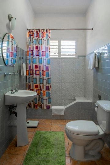 'Bathroom 3' Casas particulares are an alternative to hotels in Cuba.