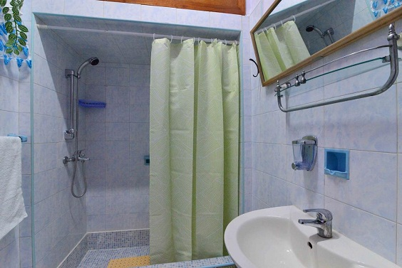 'Bathoom 3' Casas particulares are an alternative to hotels in Cuba.