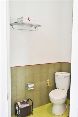 'Bathroom 6'