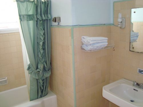 'BATHROOM1_1' Casas particulares are an alternative to hotels in Cuba.