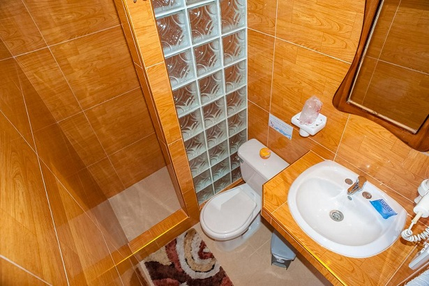 'Bathroom 1' Casas particulares are an alternative to hotels in Cuba.
